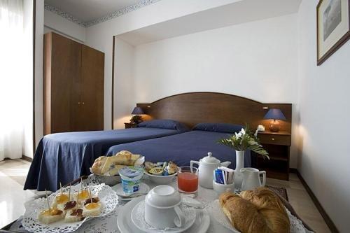 room-2-napoli